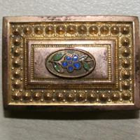 Broche carrée
